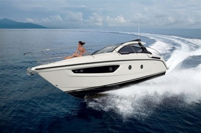 Compact-Yet-Spacious-Atlantis-34-Yacht-2