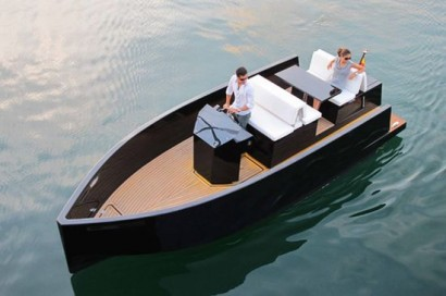 de_antonio_yachts_d23_motor_boat_with_hidden_outboard_is_ideal_for_day_trips_aobim